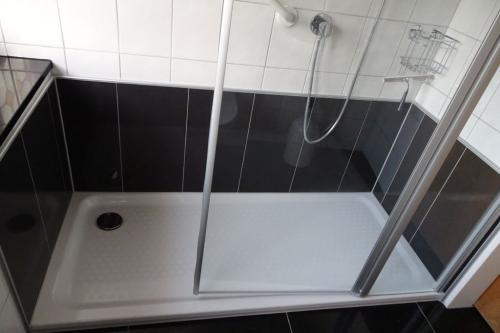 Bad mit ebenerdiger Duschtasse